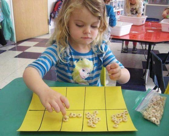cheerio_counting_activity_cadence_academy_preschool_roseville_galleria_ca-558x450