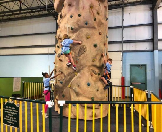 elementary_students_rock_climbing_cadence_academy_collegeville_pa-549x450