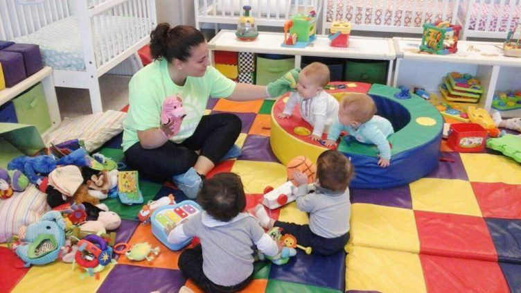 infant_teacher_playing_with_hand_puppets_prime_time_early_learning_centers_paramus_nj-752x423