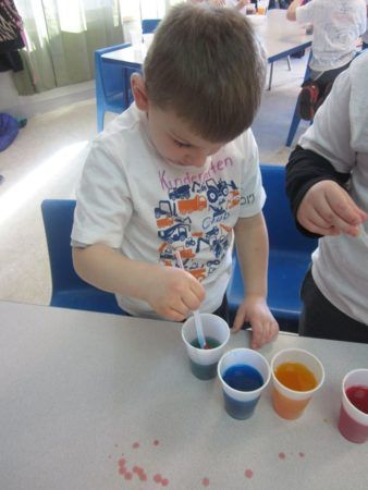 kindergarten_club_color_mixing_activity_cadence_academy_preschool_main_street_normal_il-338x450