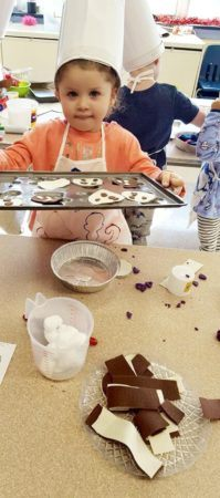 making_chocolate_chip_cookies_craft_prime_time_early_learning_centers_east_rutherford_nj-199x450