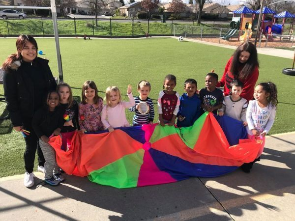 playing_with_parachute_at_the_phoenix_schools_private_preschool_antelope_ca-600x450