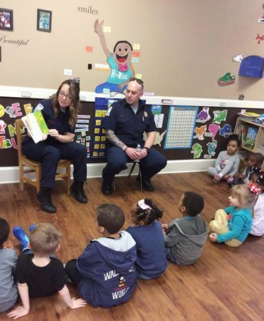 police_reading_to_preschoolers_at_sunbrook_academy_at_chapel_hill_douglasville_ga-371x450