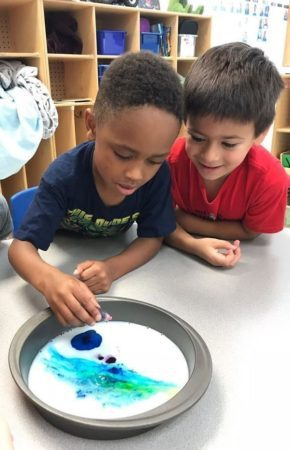 preschool_boys_enjoying_color_mixing_experiment_-290x450