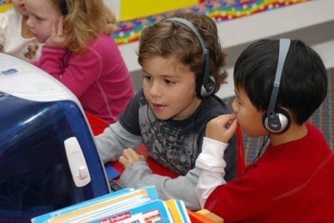 preschool_boys_playing_on_the_computer_cadence_academy_preschool_louisville_ky-675x450