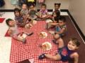 preschool_children_enjoying_picnic_lunch_at_cadence_academy_preschool_allen_tx-600x450