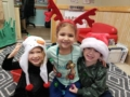 preschool_friends_in_christmas_outfits_cadence_academy_preschool_portland_or-600x450