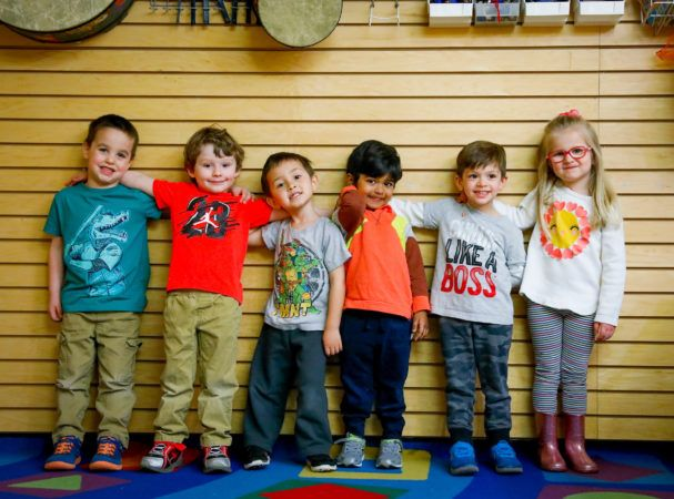 preschool_friends_posing_for_the_camera_winwood_childrens_center_brambleton_va-607x450