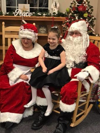 preschool_girl_with_santa_and_mrs_claus_cadence_academy_preschool_kays_normal_il-338x450