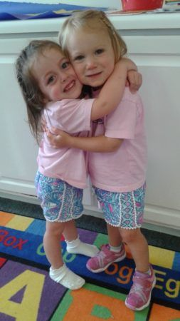 preschool_girls_hugging_peachtree_park_prep_medlock_johns_creek_ga-253x450