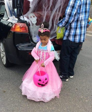 preschool_princess_at_trunk_and_treat_cadence_academy_northlake_charlotte_nc-371x450