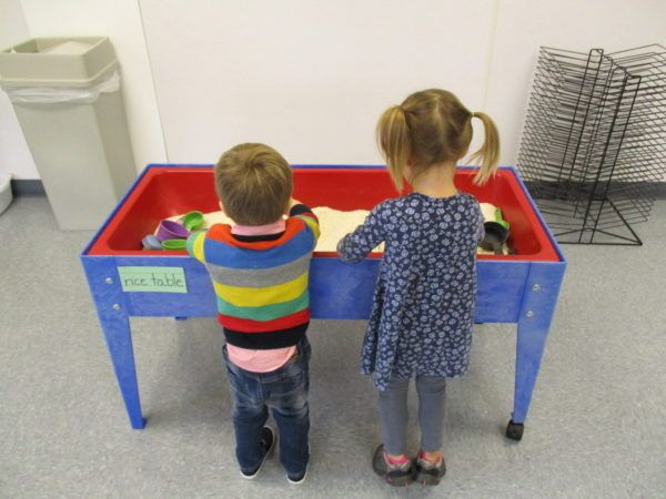 preschoolers-playing_with_rice_table_adventures_in_learning_oswego_il-600x450