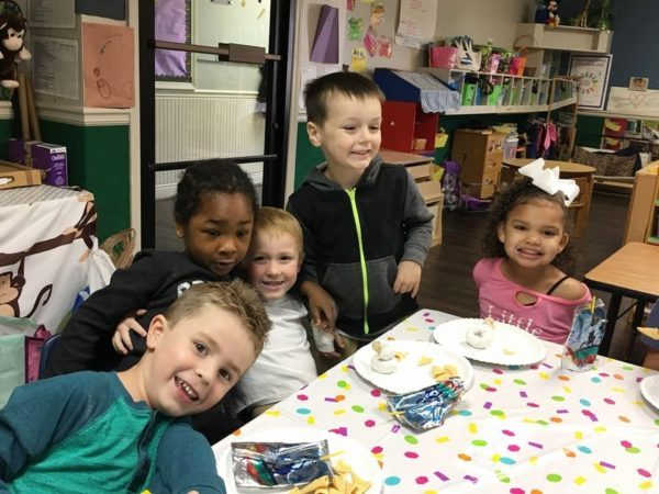 preschoolers_enjoying_birthday_snack_the_bridge_learning_center_carrollton_ga-600x450