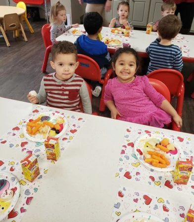 preschoolers_enjoying_lunch_at_the_bridge_learning_center_carrollton_ga-392x450