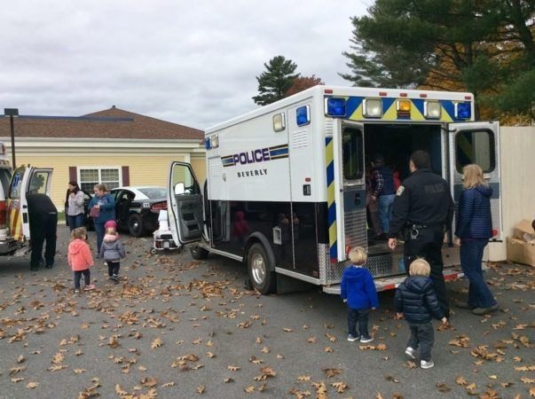 preschoolers_touring_police_ambulance_next_generation_childrens_centers_beverly_ma-603x450