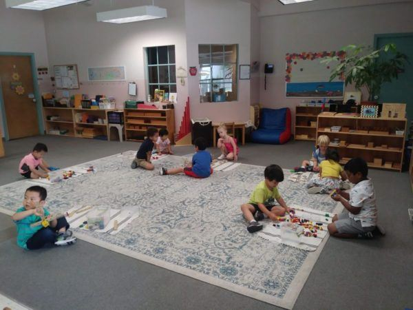 preschoolers_working_on_different_activities_smaller_scholars_montessori_academy_grisby_tx-600x450
