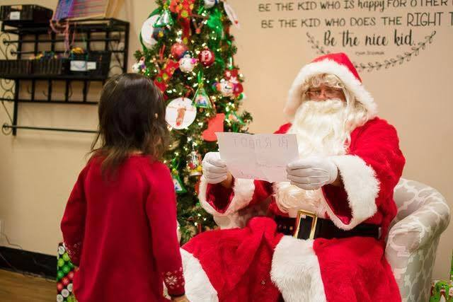 santa_and_preschool_girl_cadence_academy_preschool_wilmington_nc