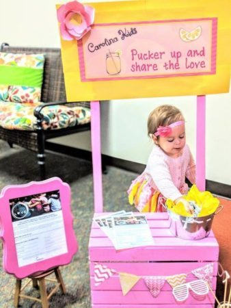 toddler_girl_doing_lemonade_stand_carolina_kids_child_development_center_fort_mill_sc-338x450
