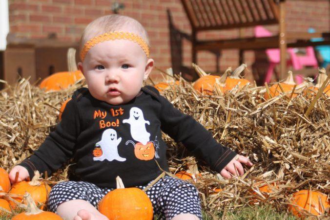 toddler_sitting_in_pumpkin_patch_winwood_childrens_center_lansdowne_va-676x450