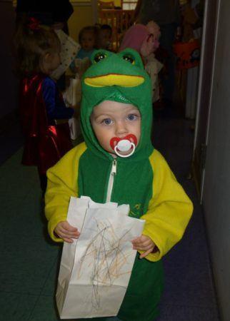 toddler_wearing_frog_costume_cadence_academy_preschool_louisville_ky-322x450