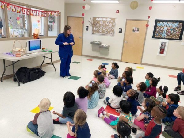visit_from_the_dentist_cadence_academy_preschool_steele_creek_charlotte_nc-1024x768-600x450