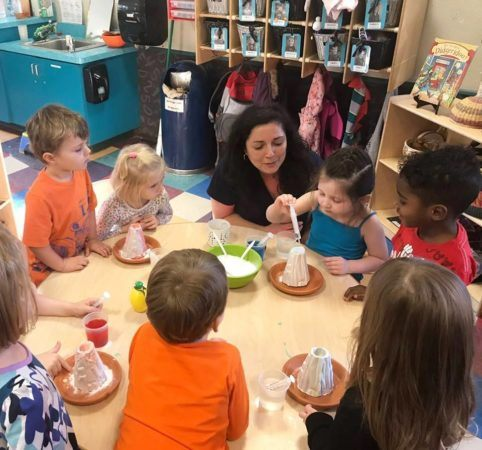 volcano_preschool_science_experiment_at_pusch-ridge-preschool-kindergarten-482x450